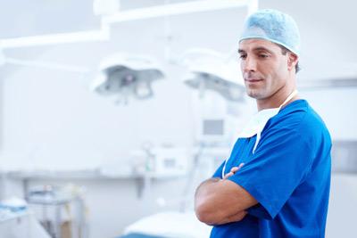 médico en quirófano
